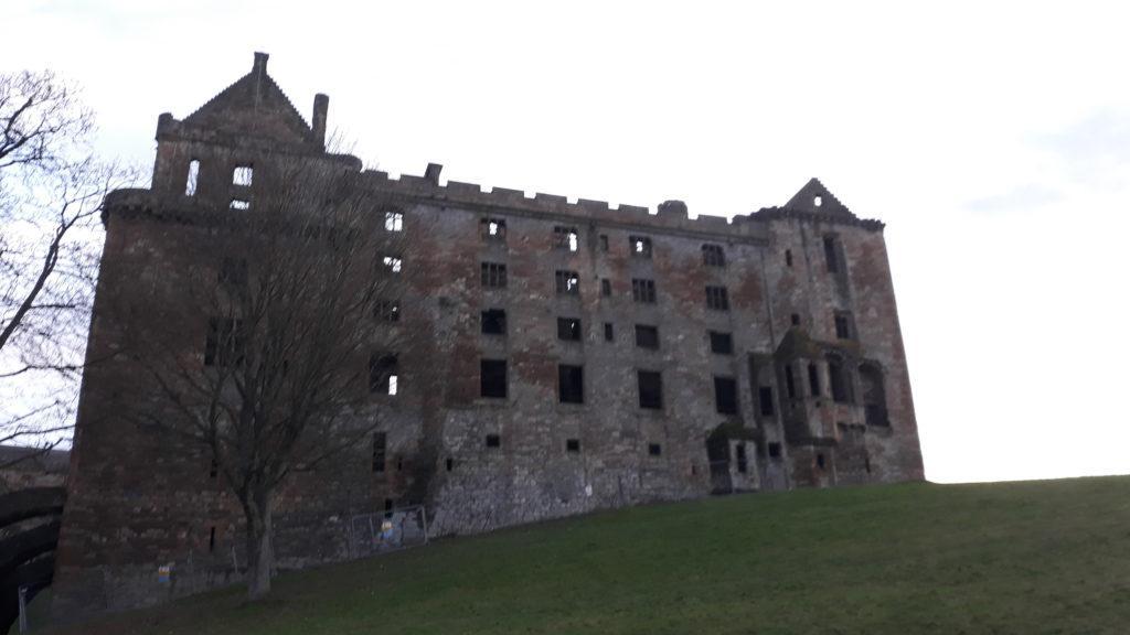 дворцы и замки шотландии, замки средневековья, рождение марии стюарт, короли и королевы, эдинбург,