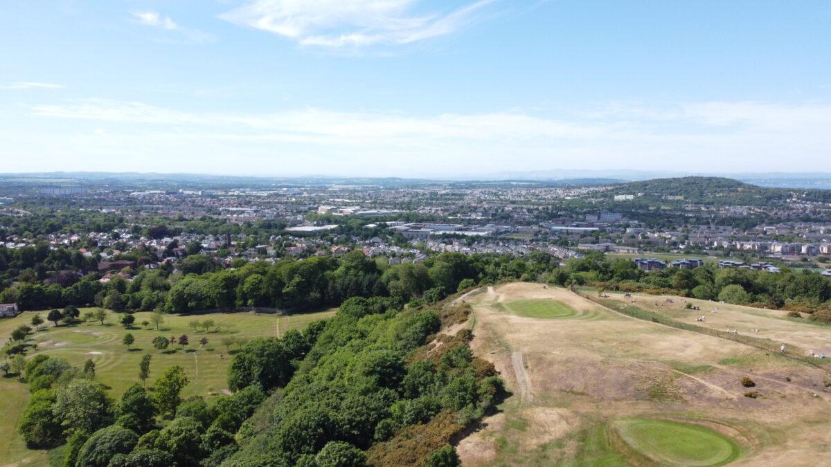 пешеходные маршруты, полёты дрона, горы и холмы, эдинбург, шотландия,